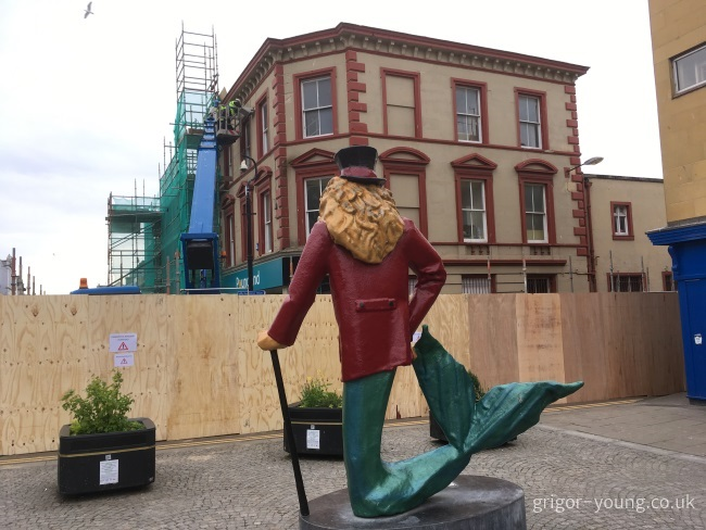 The Dandylion surveys the work on the Poundland building, Elgin.