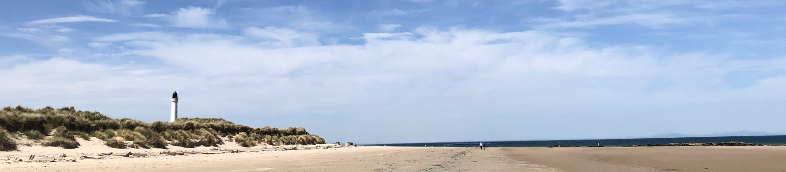 West-Beach-Lossiemouth-with-Lighthouse-and-Wide-Sand-Expanse